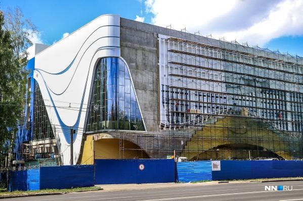 Сколько лет нижегородцы смотрели на это здание и видели лишь голый бетон