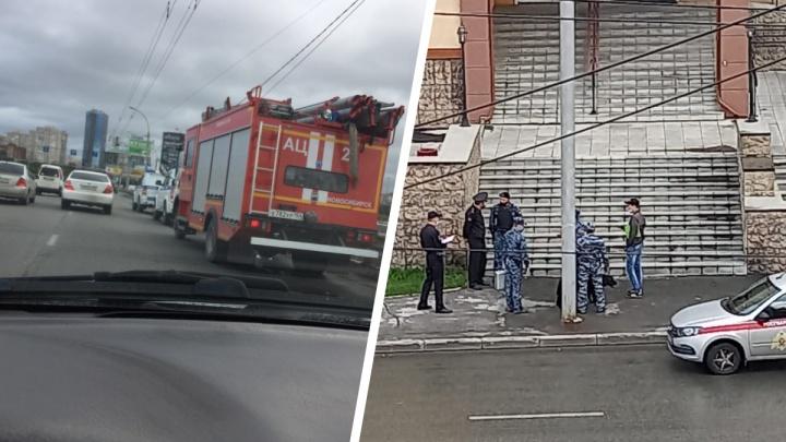 В Новосибирске вторая волна массовых эвакуаций. Поступили угрозы о минировании судов и мостов