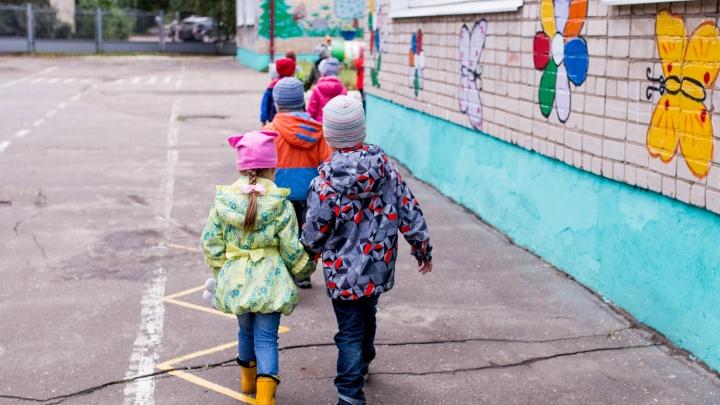 Детей будут выдавать на улице: в детских садах ввели особый режим из-за коронавируса