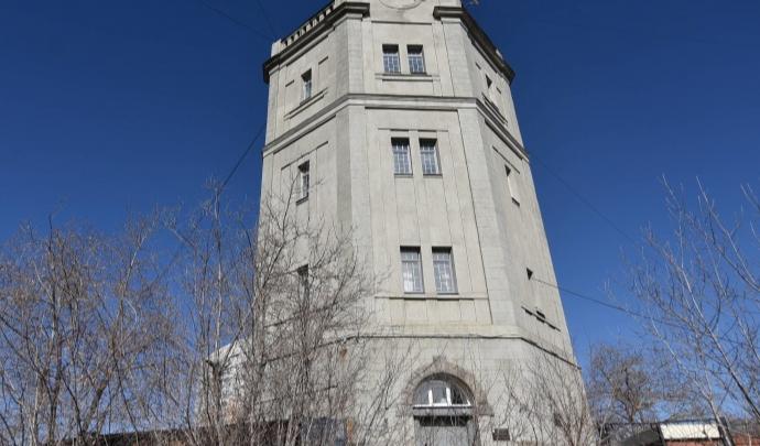 Водонапорную башню-крепость будут ремонтировать. Вы можете погулять по ней, не выходя из дома