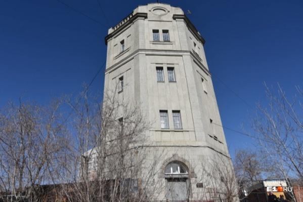 """Этой башне больше <nobr class=""""_"""">90 лет</nobr>"""