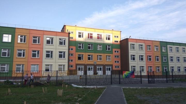Челябинцев, несмотря на запрет, пригласили на очные родительские собрания в школу