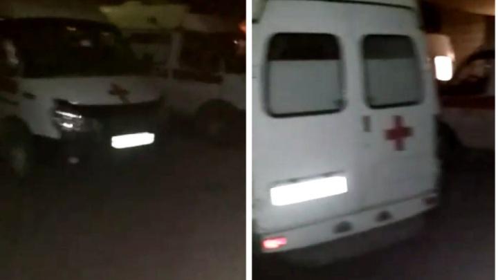 «Приняли за сутки 98 человек»: в Минздраве объяснили скопление машин скорой помощи у ковидного госпиталя