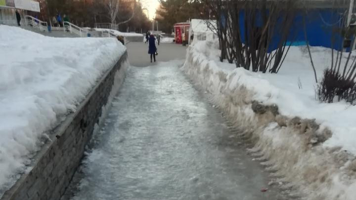 Тротуары в Уфе стали катком