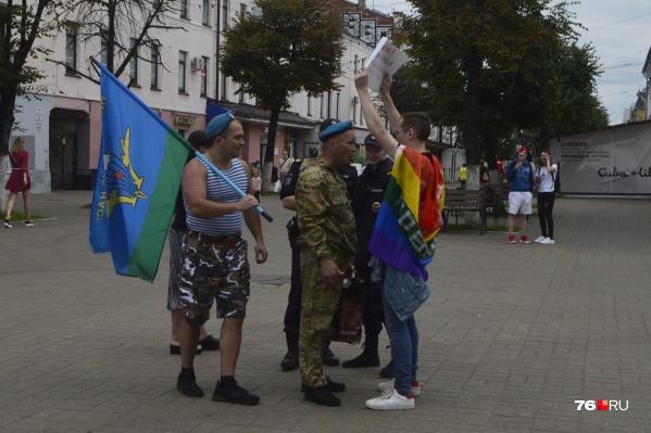 Конфликт ЛГБТ-активиста и вэдэвэшников произошёл на улице Кирова около 13 часов