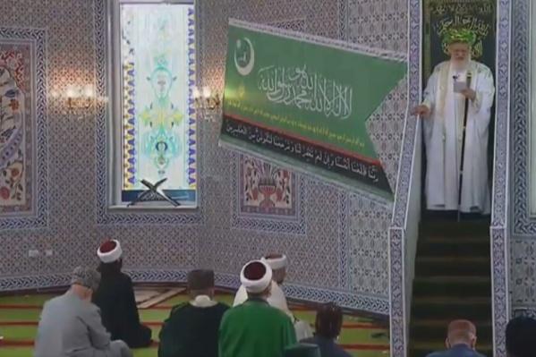 Несмотря на запрет главы региона, в мечети собрались верующие