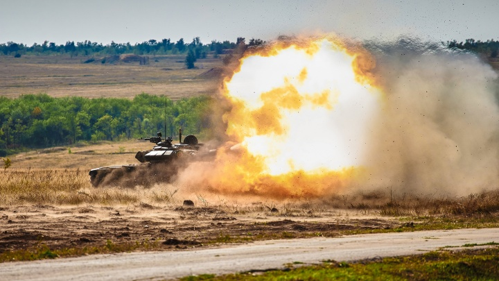 Повсюду дым и выстрелы: смотрим форум «Армия-2020» в 20 фотографиях
