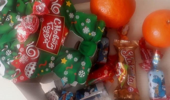 В каждом 34 конфеты: районная администрация в Волгоградской области ищет поставщика новогодних подарков