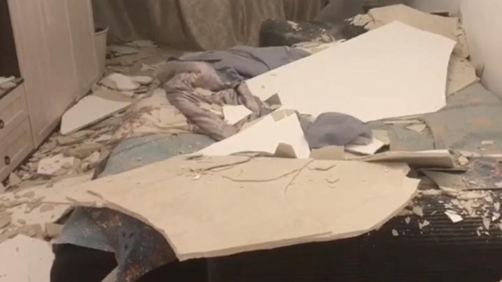 Жительница Академического отсудила у застройщика 195 тысяч за рухнувший потолок