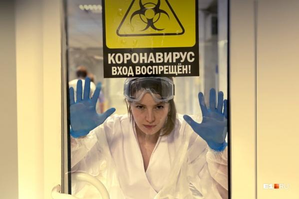 Посмотрите, какие красотки лечили екатеринбуржцев от коронавируса весь год