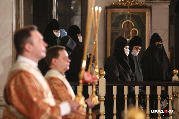 Защититься масками решили лишь матушки Табынского монастыря