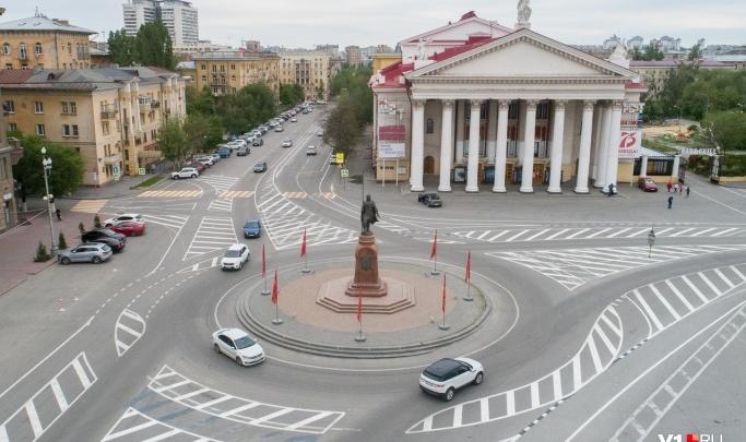 С костюмами и декорациями: в центре Волгограда откроют Театральный сквер