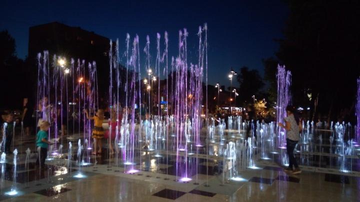 На месте снесенного рынка на Авроре включили фонтан