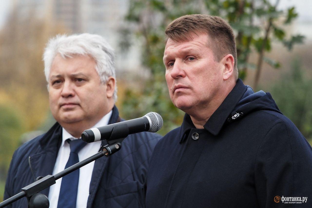 вице-губернатор Олег Эргашев и глава Администрации Калининского района Петербурга Василий Пониделко