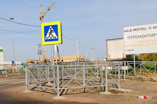 Если власти говорят, что заборы ставят для нашей безопасности, то, пожалуй, это самое безопасное место в Ярославле