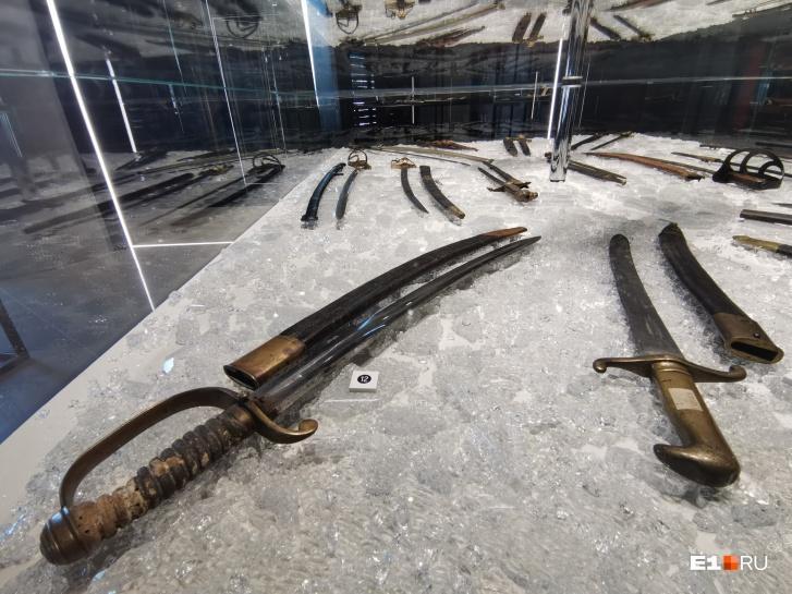 В музее 720 единиц холодного оружия и более 1000 наградных знаков