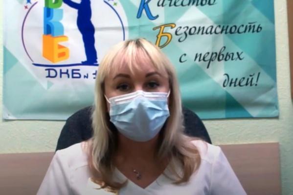 По словам Екатерины Бурмистровой, даже заболевших врачей некем заменить, и они продолжают работать