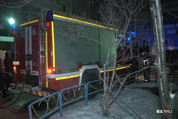 Пожарные эвакуировали 30 человек