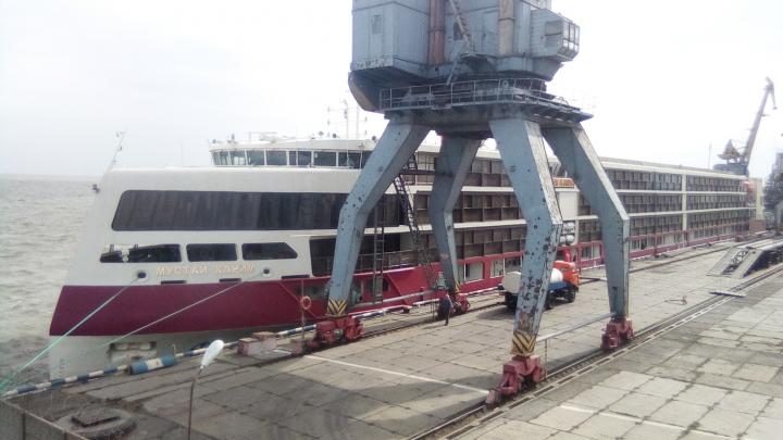 Обмелевший Дон не пустил новейший лайнер «Мустай Карим» в Ростов. Пассажиров пересадили на поезд