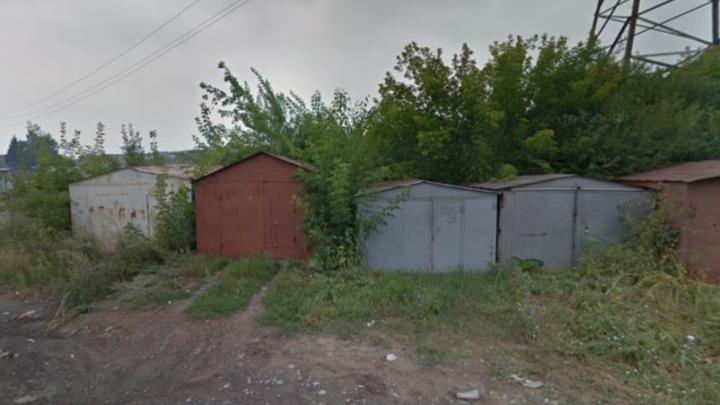 Новосибирец избил знакомого, облил его бензином и поджёг