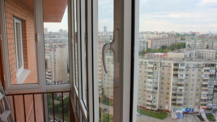 В Челябинской области четырёхлетняя девочка выпала из окна