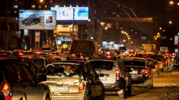 Город встал: Новосибирск сковали 10-балльные пробки