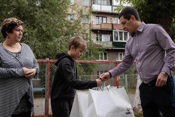 К благотворительной акции, которую запустил 11-летний мальчик, присоединился хоккейный клуб
