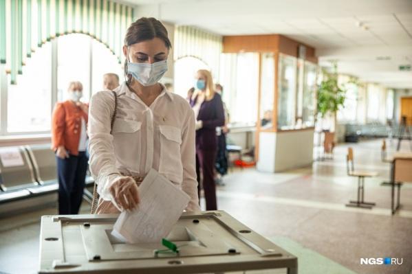На участках вам измерят температуру и выдадут маску