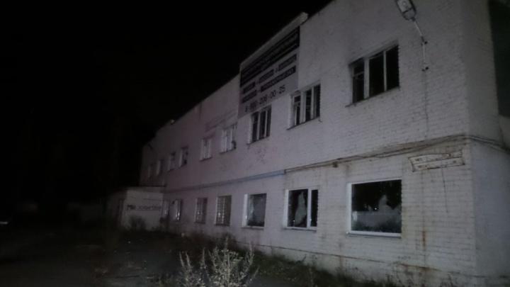 В районе Объездной ночью сгорел пейнтбольный клуб