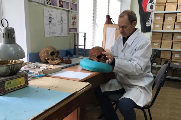 Профессор Александр Хохлов первым предположил, что останки, найденные в селе Страхово Самарской области, принадлежат Григорию Аксакову и его семье