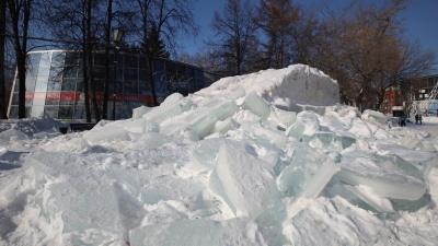 Сломали вместе с городком: в центре Новосибирска разобрали единственную ледяную горку