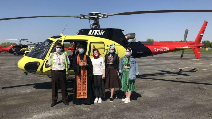 Священники с вертолета освятили Тюмень и прочитали молитву от коронавируса