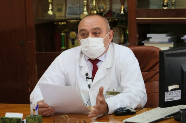 Из 14 бригад скорой помощи на линии остались работать только 10, говорит Евгений Тарасов