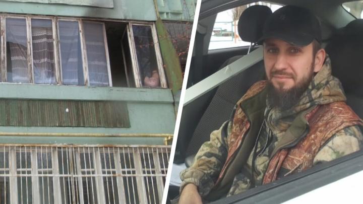 На Химмаше мужчина вскарабкался на второй этаж дома по решеткам, чтобы вытащить мальчика из горящей квартиры