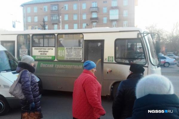 Пока в автобусах «Омского транспортного союза» всё по-старому