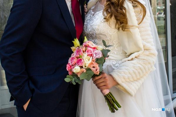 Молодожёны чаще решаются на свадьбу в редкую дату, если она выпадает на пятницу