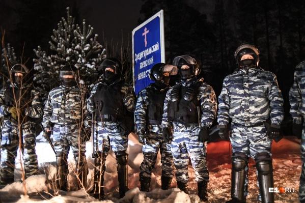 Ранее в обитель приходили бойцы ОМОНа, они вывезли из монастыря отлученного отцеркви отца Сергия