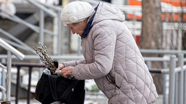 «Старики-разбойники». Смотрим, как не сидится дома пожилым челябинцам во время пандемии коронавируса