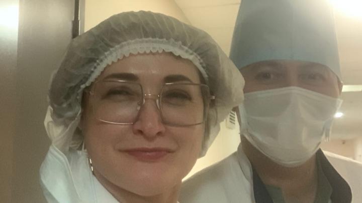 Экс-главврачу РКБ имени Куватова Эльзе Сыртлановой прислали букет из 10 гвоздик
