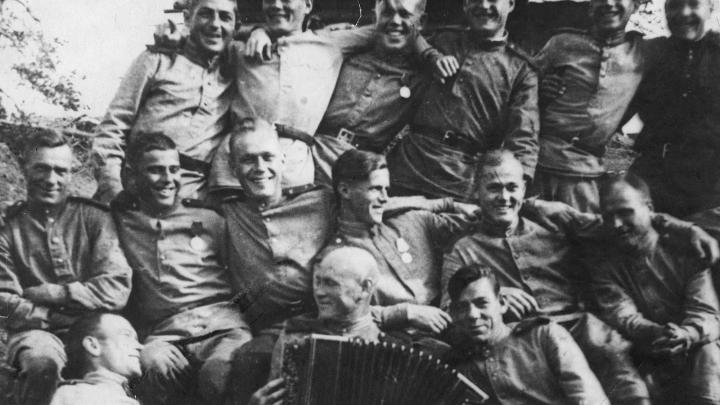 Баяниста-виртуоза контузило на фронте, но после победы он вернулся к музыке: 14 историй героев войны