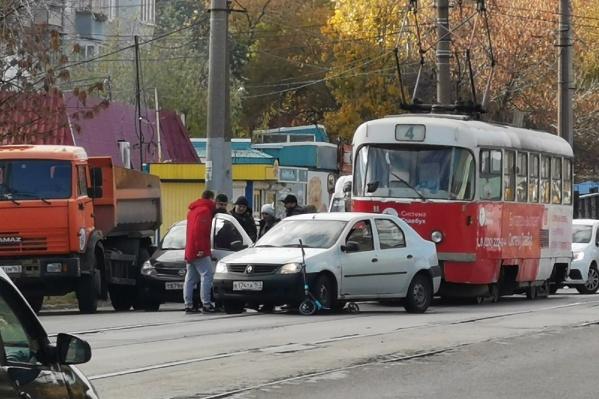 Авария осложнила движение транспорта