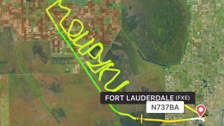 Застрявший в США ярославский пилот оставил в небе над Флоридой послание к россиянам