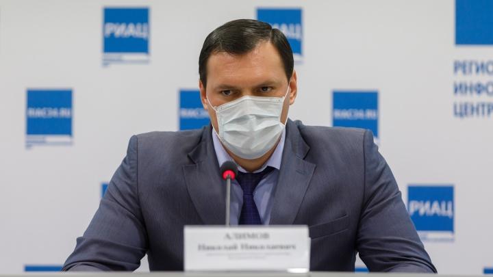 «Мы не являемся непосредственно медработниками»: чиновники облздрава получат прививку от COVID на общих основаниях