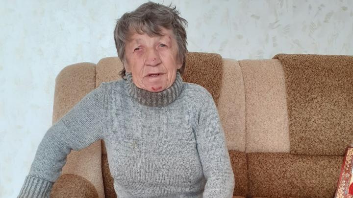 «Два часа в ванной сидела»: волонтеры сняли квартиру для брошенной полуслепой бабушки из Башкирии