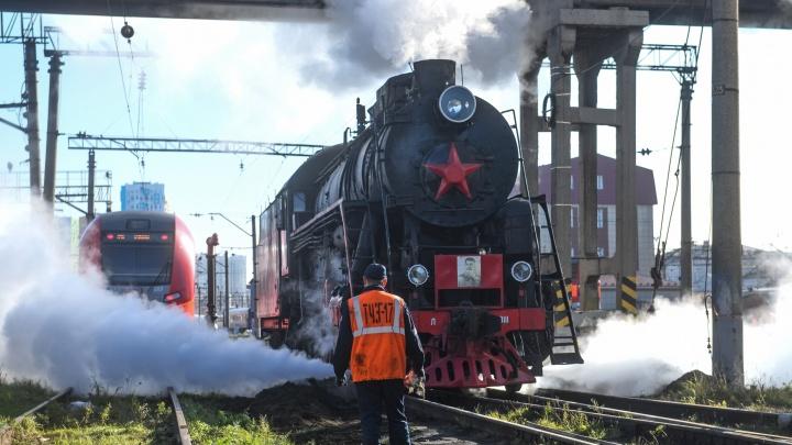 В Екатеринбурге появился уникальный туристический паровоз времен Великой Отечественной войны