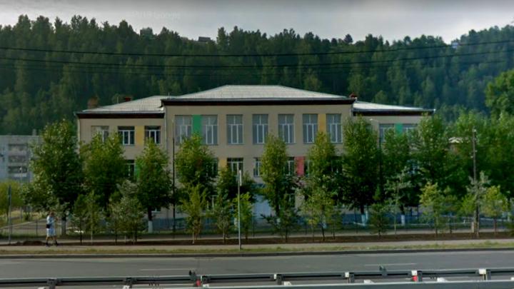 В красноярской школе класс отправили на дистанционное обучение из-за ученика с ковидом