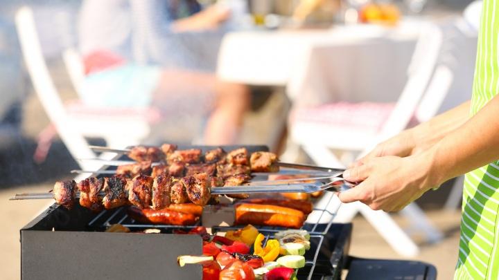 Ко Дню металлурга в городе подешевеют маринованное мясо и наборы для пикника