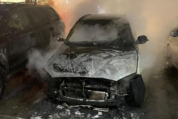 Машина Марины Малковой сгорела сегодня ночью