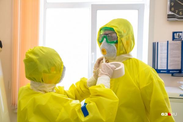 В работе с больными коронавирусом задействовано порядка 500 медиков и около 4000 волонтеров