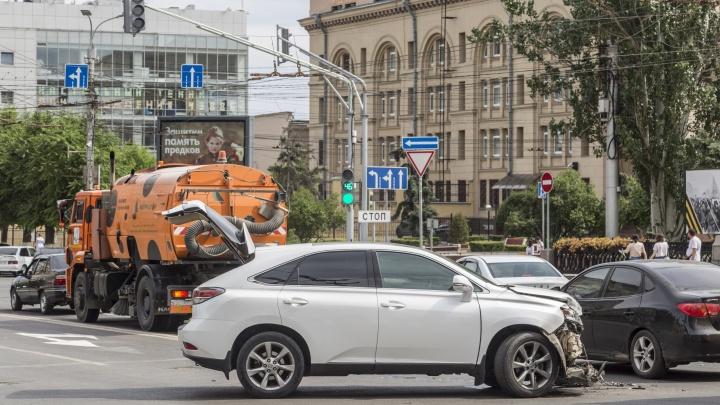 На встречке, перекрестках и переходах: в Волгограде и области за полгода в ДТП пострадали 150 детей, 4 погибли